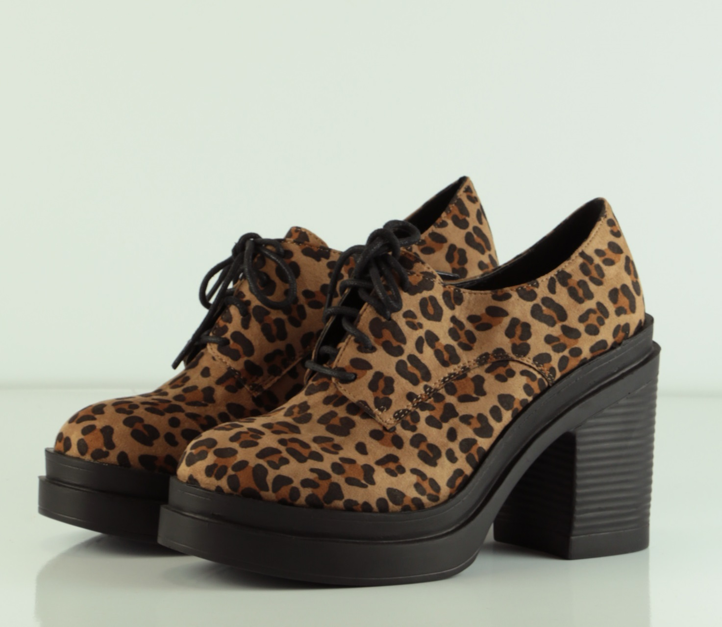 bucher leopardo tacon