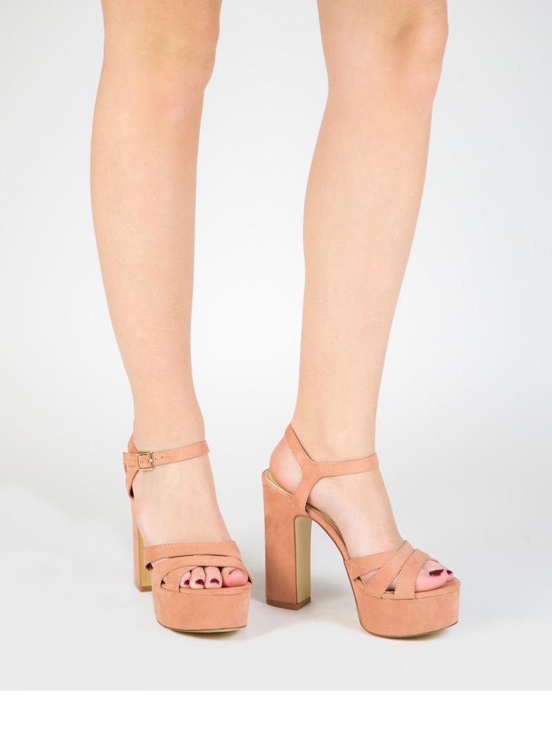 Sandalia de plataforma y tacon